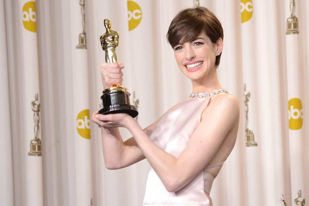 Anne Hathaway winning oscar for Les Miserables