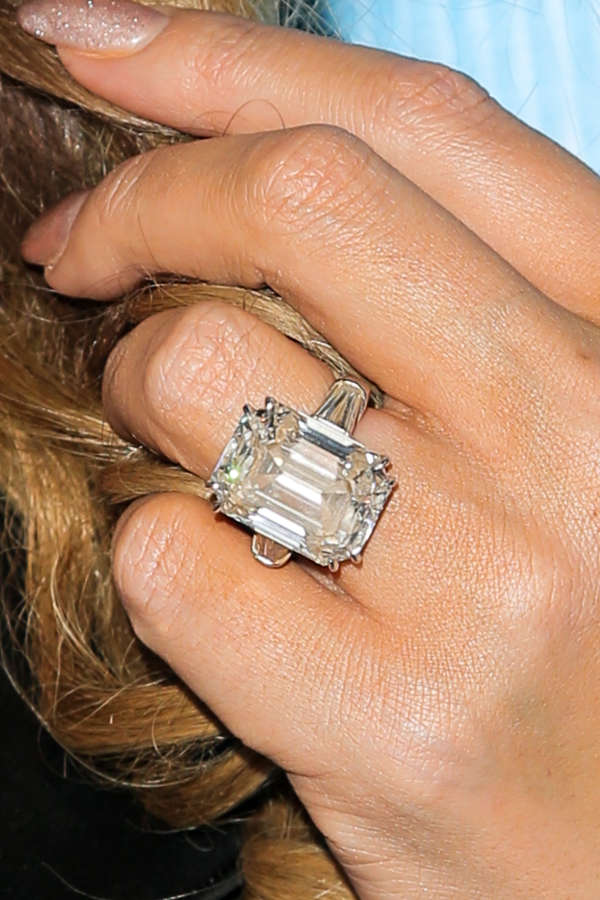 Mariah-Carey's-diamond-ring-most-expensive-engagement-ring