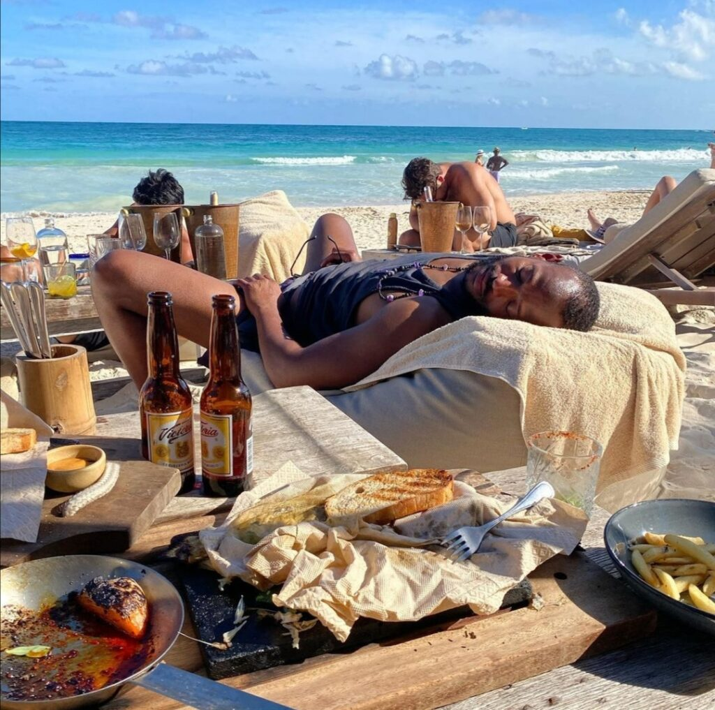 Marlon-wayans-sleeping-on -the-beach