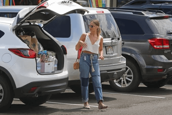 Margot Robbie with her Ford